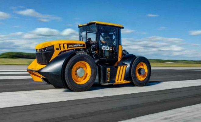 Смельчак разогнался на тракторе-монстре до 165 километров в час jcb,машина,Пространство,рекорд,Техника,трактор
