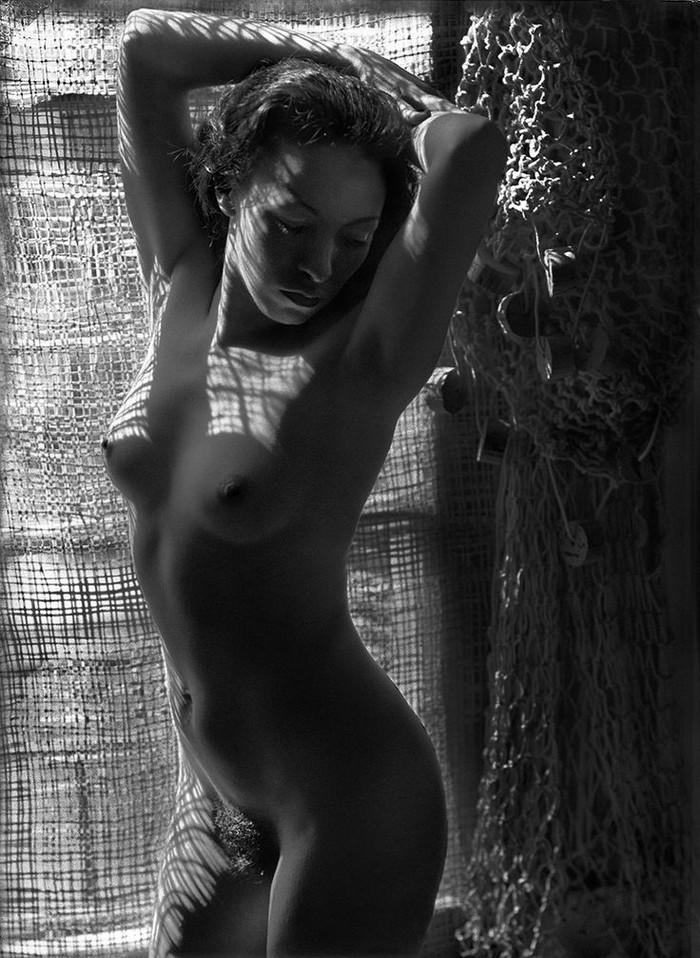 Тело, свет, отражение. Легенда аргентинской фотографии Аннемари Генрих  20