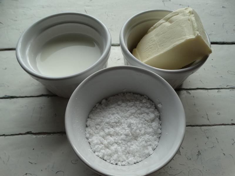 Рецепт плотного сливочного крема для десертов из 3-х ингредиентов (молоко, масло и сахар)