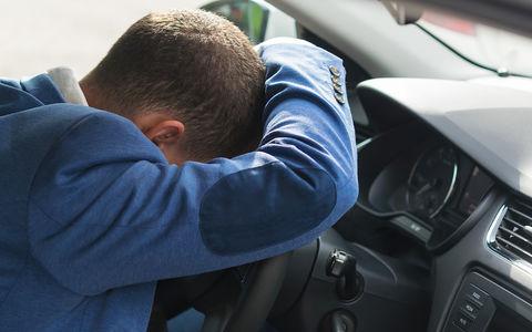 Пьяный чиновник на BMW выехал на трамвайные пути и уснул
