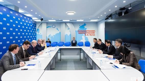 Правящие партии Китая и России провели онлайн-встречу на фоне растущего давления со стороны США