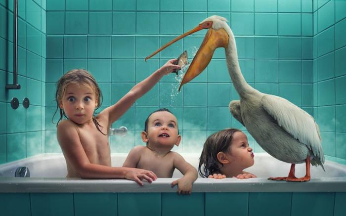 Отец троих дочерей создает забавные фантастические семейные портреты