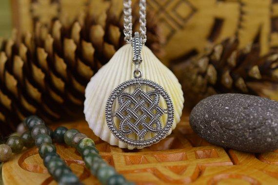 Оберег Лады Богородицы: значение, история, как носить, советы