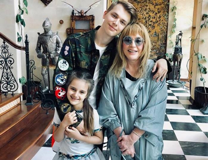 «За счастьем в погоне!»: 69-летняя Алла Пугачева не смогла скрыть эмоций, показав всю свою семью