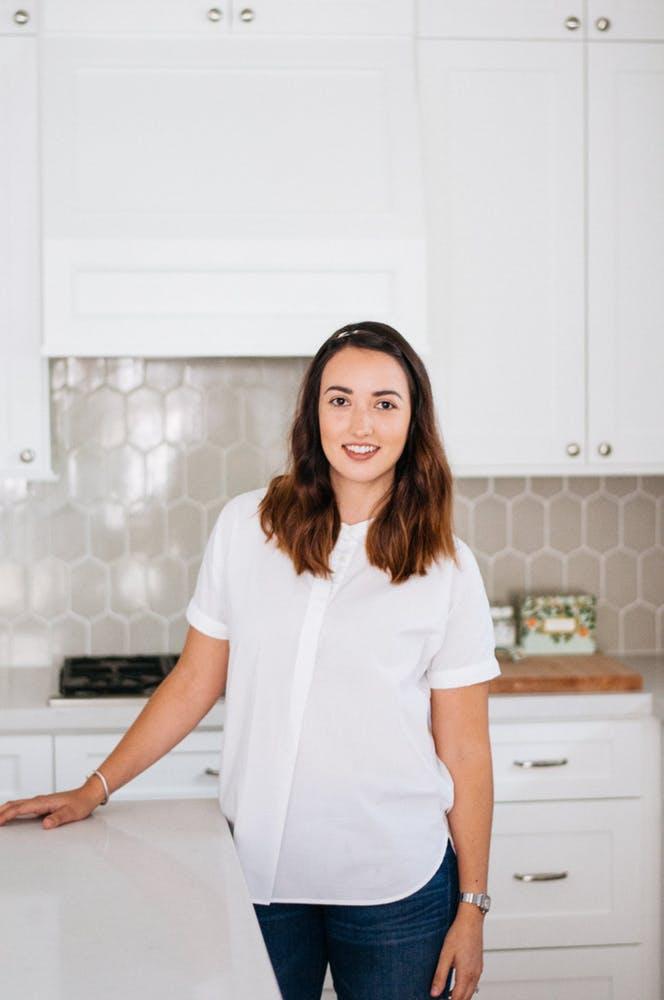 Элегантный интерьер квартиры - белая кухня