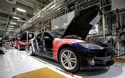 Пострадала от роботов: Tesla…