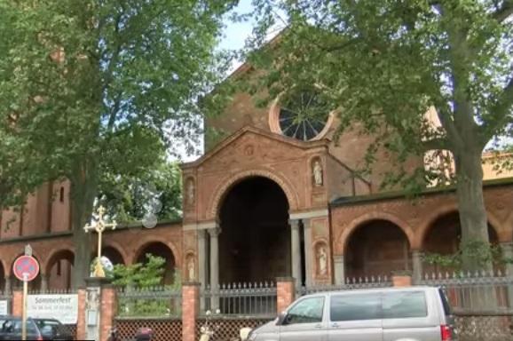 В столице Германии открылась «либеральная мечеть» для геев (видео)