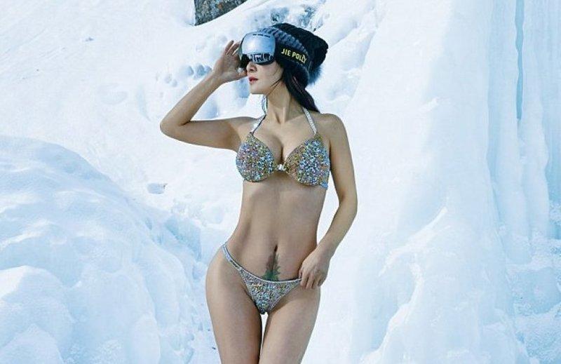 1 марта Лю Елин устроила фотосессию на озере Байкал Лю Елин, байкал, возраст, купальник, молодость, сибирь, фотосессия