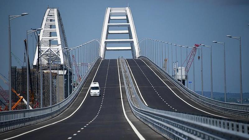 Бронетехника на Крымском мосту: у страха глаза велики?