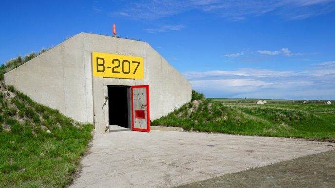 Почему в США огромная территория занята подземными бункерами?