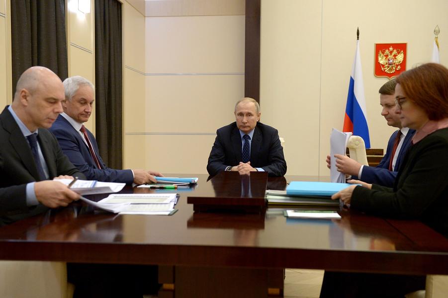 Стратегическое правительство должен возглавить сам Путин. Только так