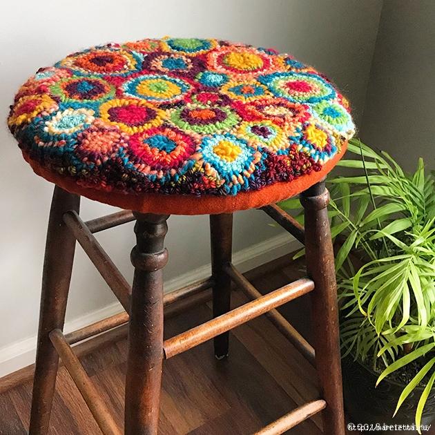 Сидушка для стула, в технике ковровая вышивка — МК в фото
