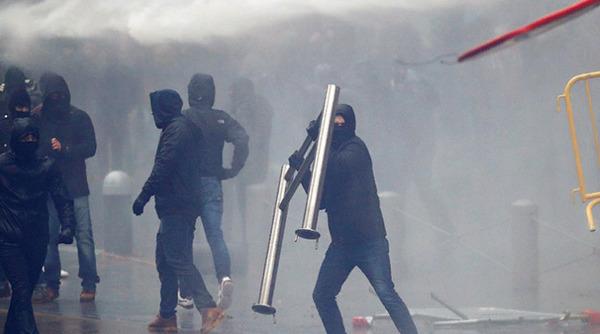 В Брюсселе тысячи бельгийцев…