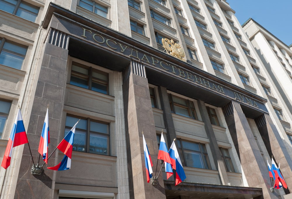 Госдума приняла законопроект о повышении госпошлины на получение загранпаспорта