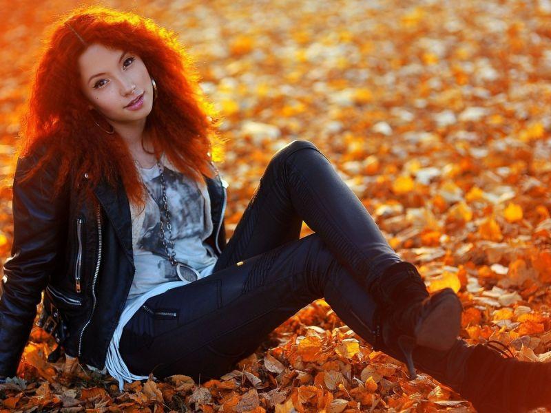 Красивые девушки и осенние листья картинки