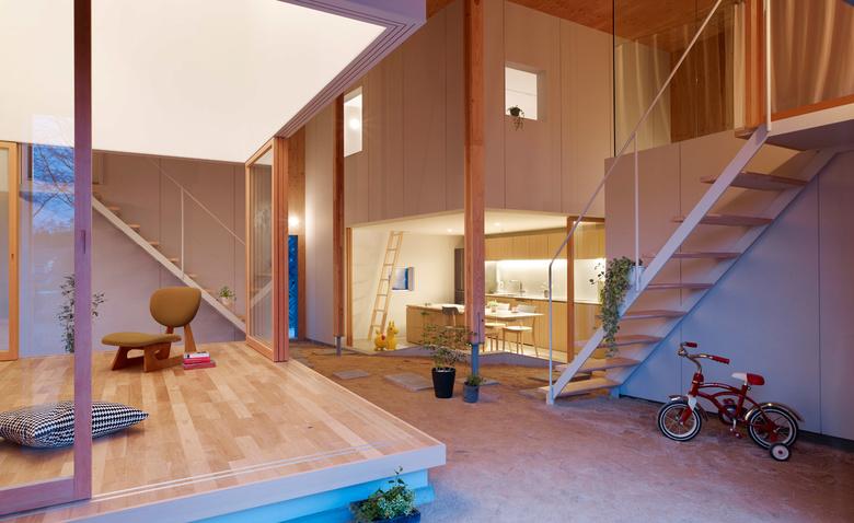 Необычный дом с песочницей внутри
