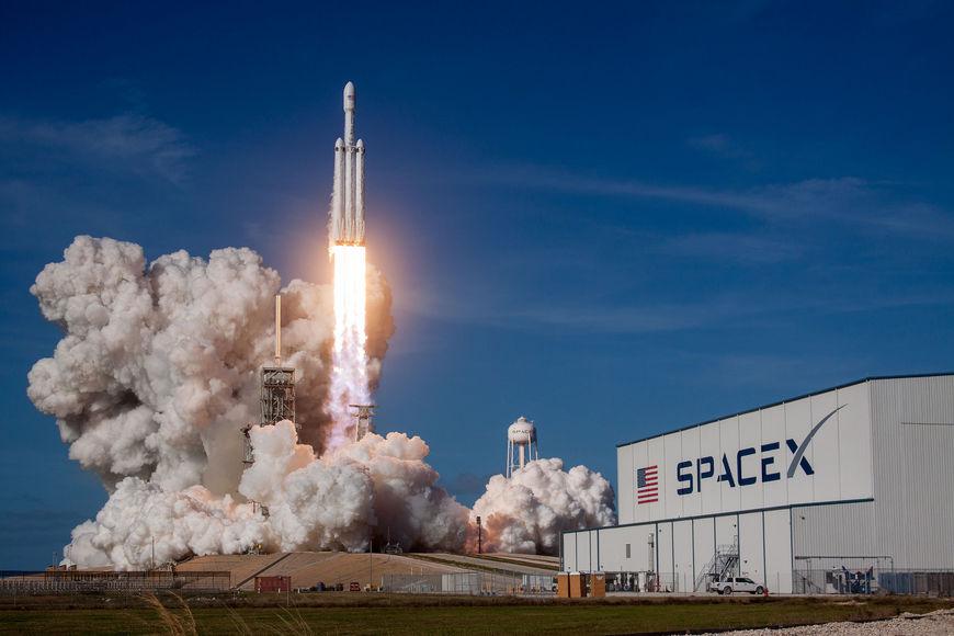 Исторический запуск сверхтяжелой Falcon Heavy: фото, видео, итоги