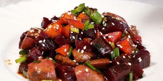 Постный салат с грибами, свёклой и соево-медовой заправкой