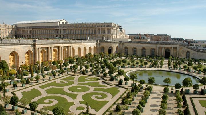 """Хинштейн показал фото дворца """"скромного проректора"""": """"Позавидует даже Версаль"""""""