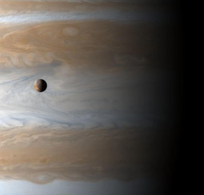 Одна из лун Юпитера на фоне планеты-гиганта ТУМАННОСТИ, звезды, космический телескоп, космос, необычно, планеты, снимки, фото