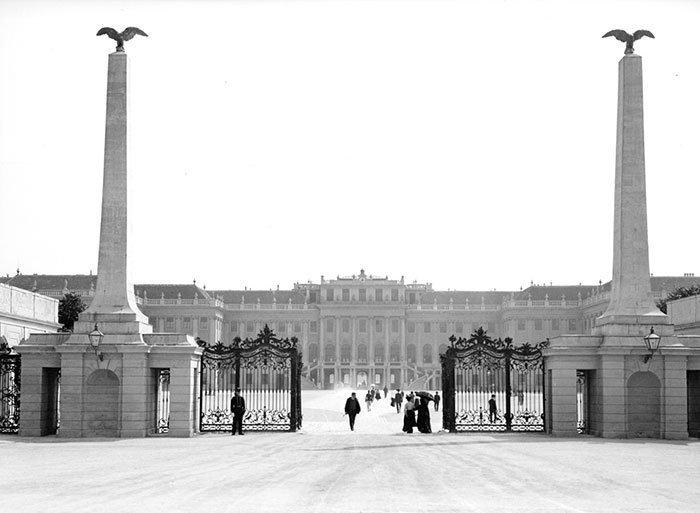 Дворец Шенбрунн, Вена, Австрия ХХ век, винтаж, восстановленные фотографии, европа, кусочки истории, путешествия, старые снимки, фото