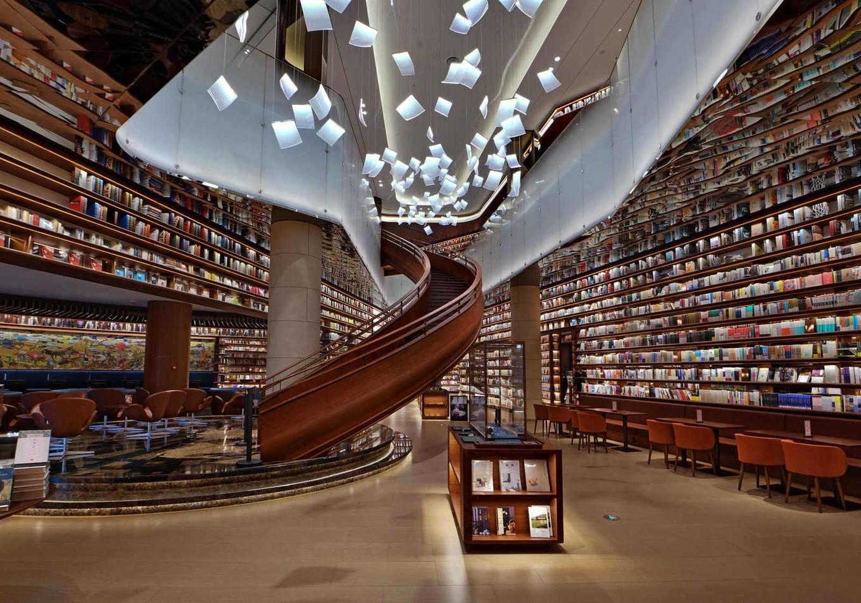 Интерьер книжного магазина в бизнес-центре в Китае