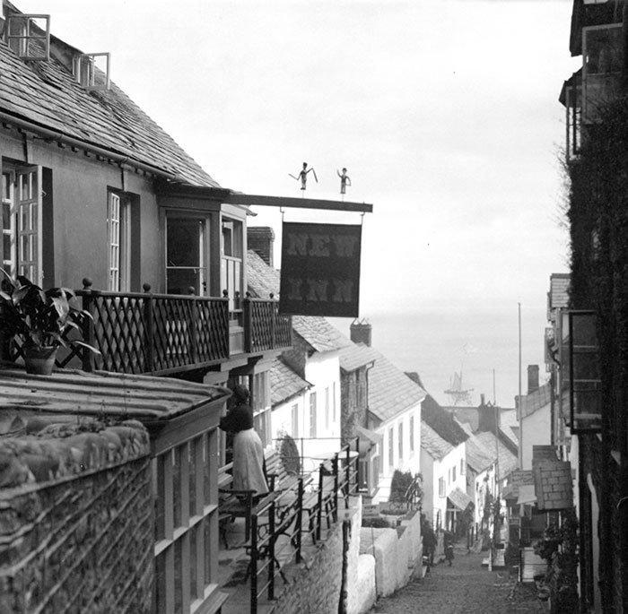 Улица в Кловелли, Девоншир, Англия ХХ век, винтаж, восстановленные фотографии, европа, кусочки истории, путешествия, старые снимки, фото