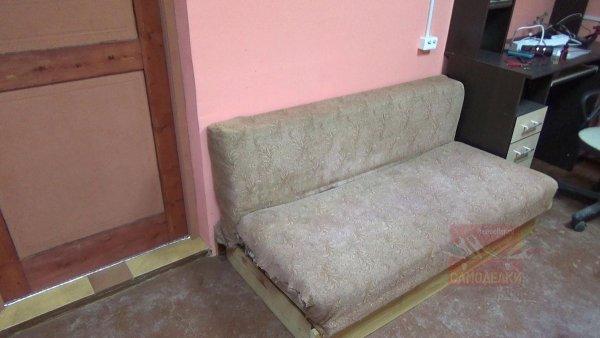Разборка старого дивана для реставрации