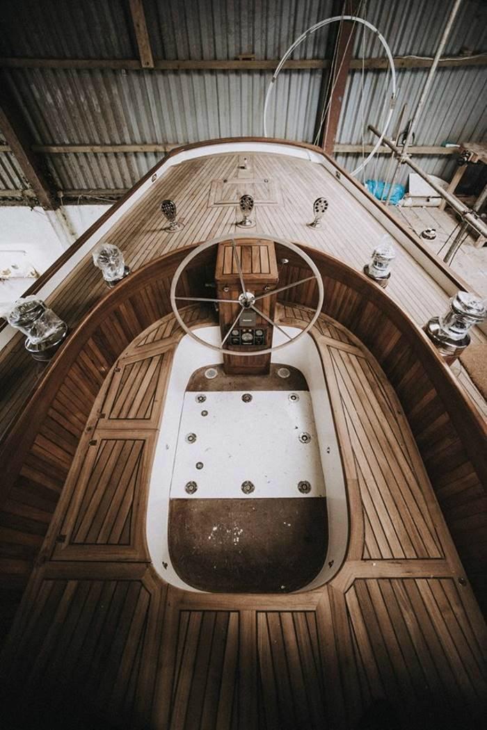 Мужчина продал все и на вырученные деньги 10 лет строил яхту в гараже Культура