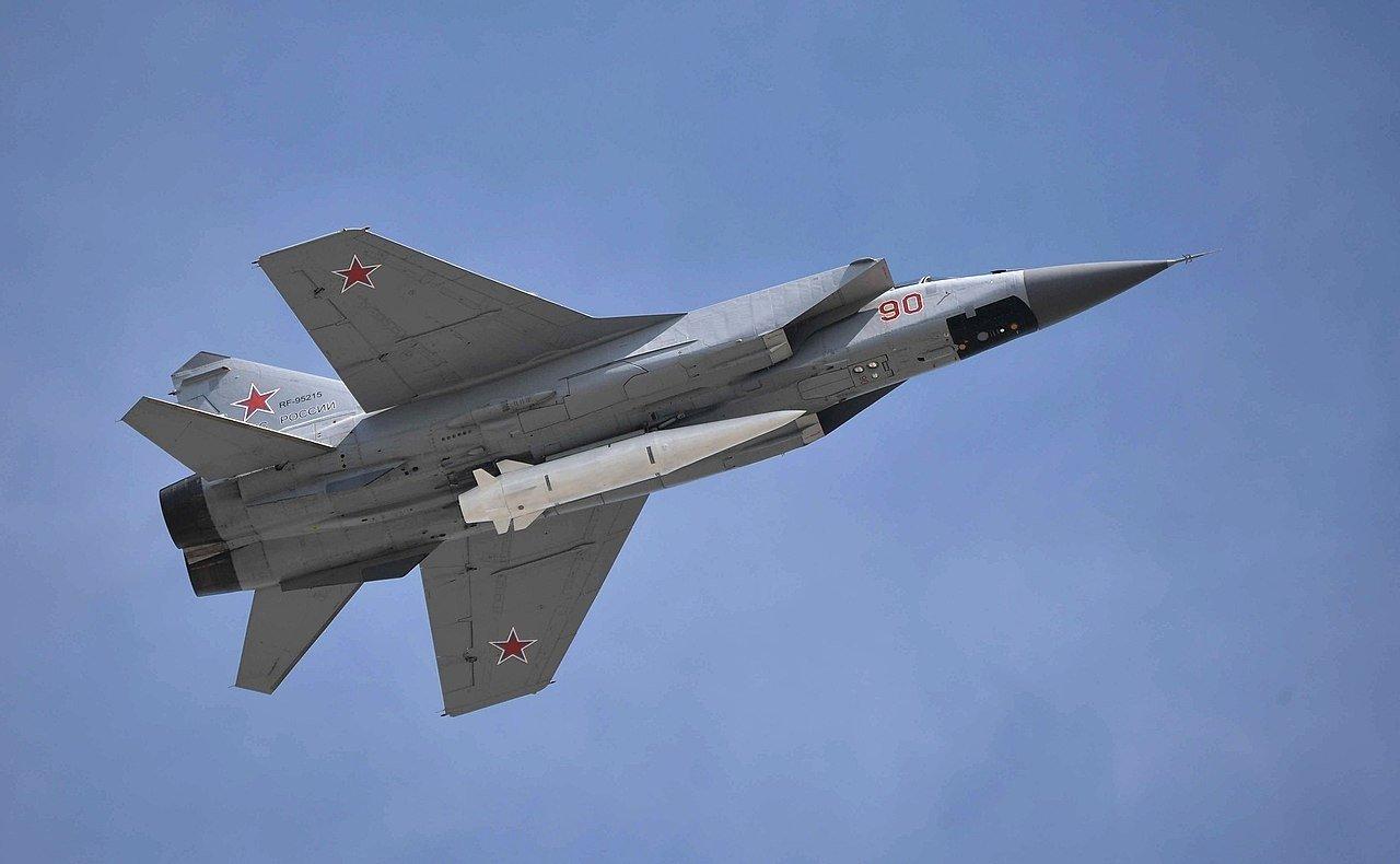 «Кинжал» наготове: военный эксперт рассказал, что может сделать РФ всего с сотней МиГ-31К