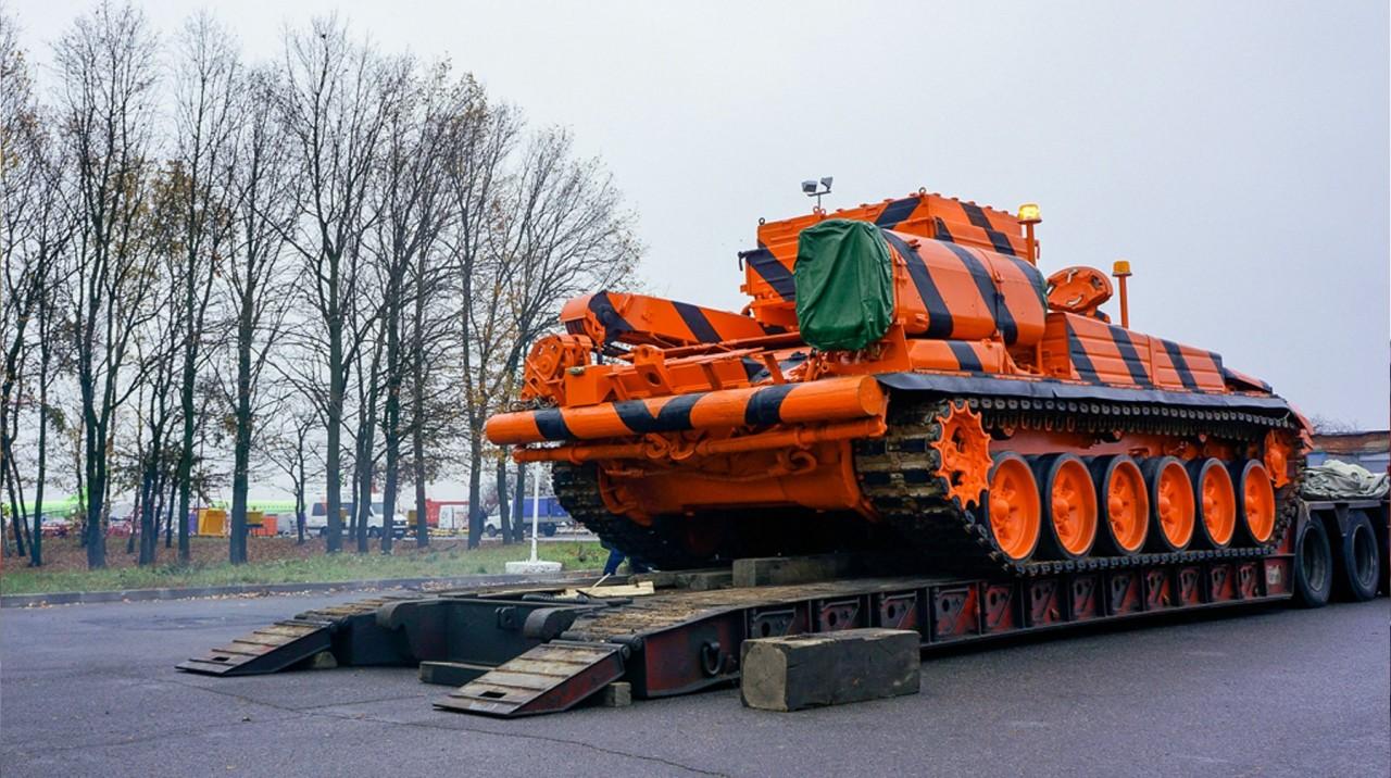 Новинка УВЗ: машина-спасатель БРЭМ-1 вытянет двухпалубный самолет из грунта