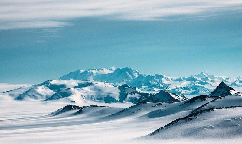 На фото массив Винсент - самая высокая точка Антарктиды антарктида, интересно, пик Винсона, путешествие, скалолазание, фотоотчет
