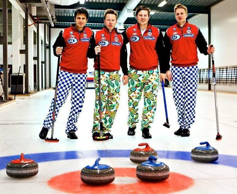 Не цирк, а Олимпиада: безумные штаны норвежской сборной по керлингу керлинг, мода, мок, олимпиада, олимпийская форма, спорт, фото, юмор