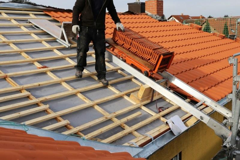 Кровельные материалы от компании mirkrovli.com.ua защитят крышу в дождливую погоду
