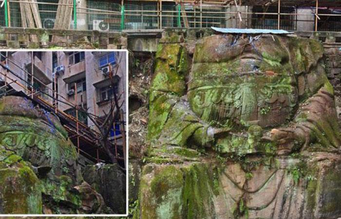 Как 1000-летняя гигантская статуя безголового Будды оказалась внутри многоквартирного дома в Китае