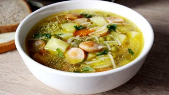 Ленивый суп с сосисками. \ Фото: youtube.com.