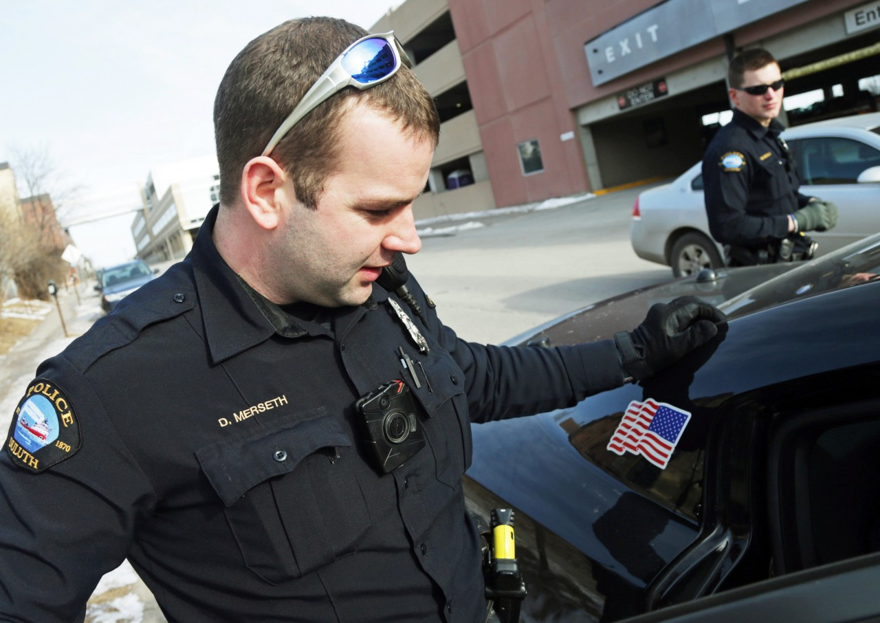 Полицейский необычным образом отчитал нарушившего ПДД подростка