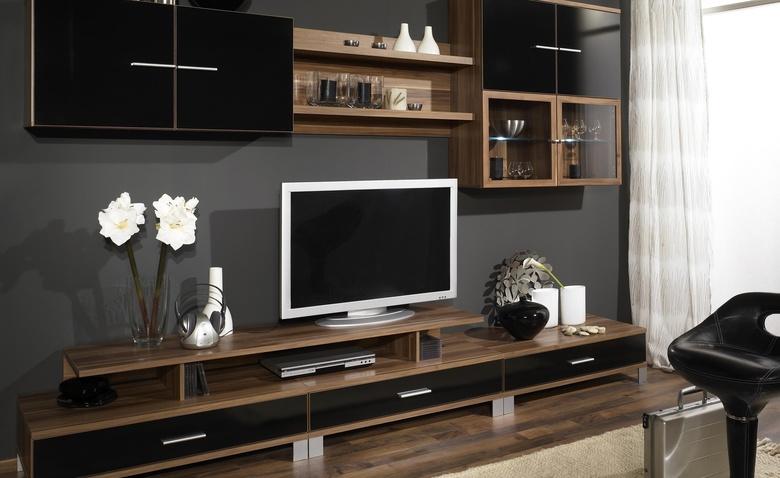 Как устроить телевизор в инт…