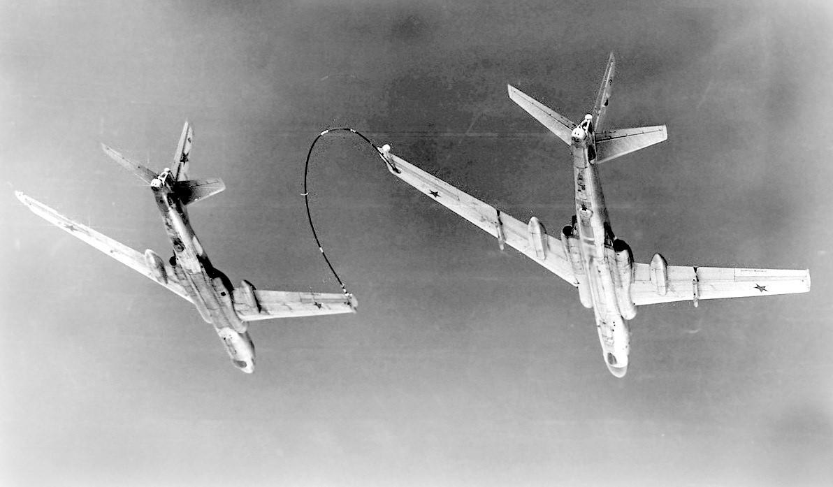 Крыльевая дозаправка (Ту-16)