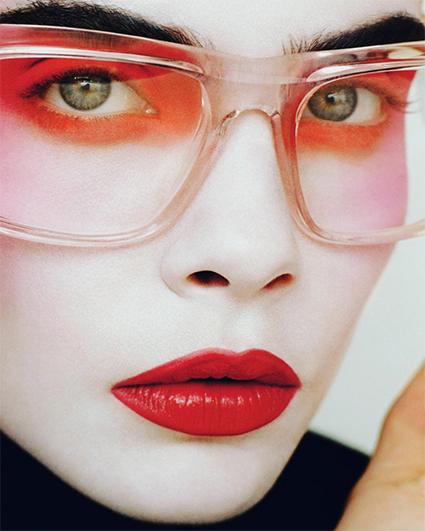 Кара Делевинь снялась для обложки глянца и рассказала, как впервые почувствовала себя красивой фотосессии
