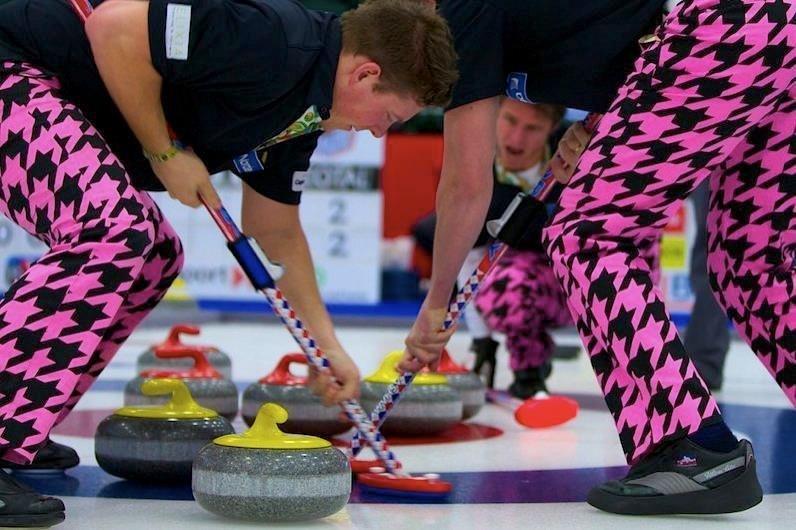 """А это они 2012 на """"The Grand Slam of Curling"""" керлинг, мода, мок, олимпиада, олимпийская форма, спорт, фото, юмор"""