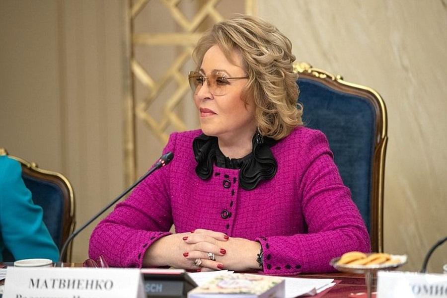 Госслужащие в России будут обязаны соблюдать дресс-код