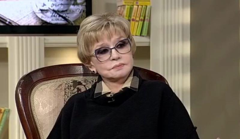 Вера Алентова: «Женщина должна уметь получать комплименты. Но я не люблю»