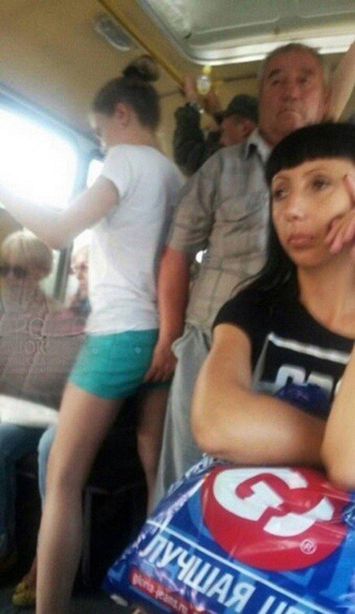 девушек лапают в общественном транспорте