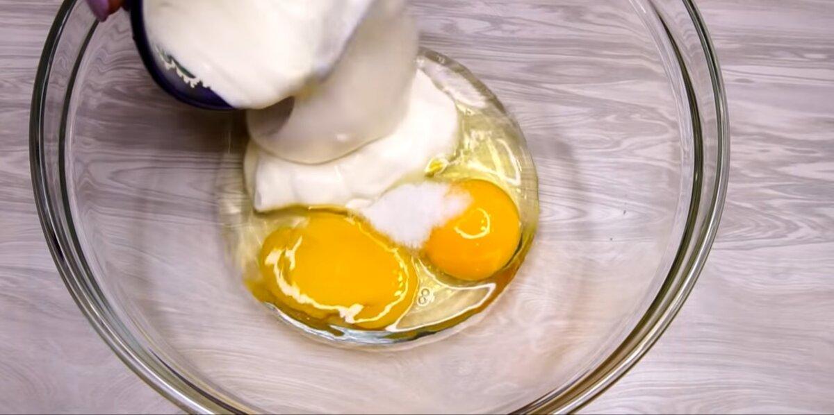 Яйца, соль и сметана
