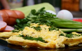 Быстрый и вкусный омлет с сыром!