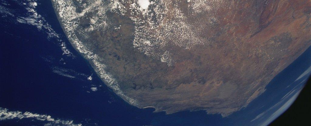 Загадочная аномалия под африканским континентом ослабляет магнитное поле Земли