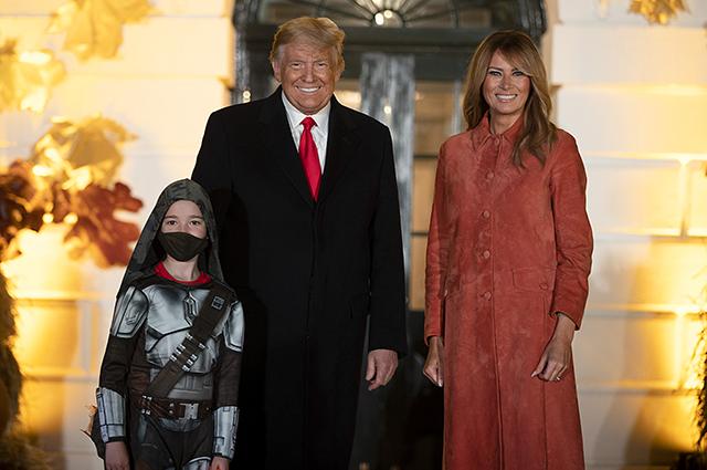 Дональд и Мелания Трамп отметили Хэллоуин в Белом доме