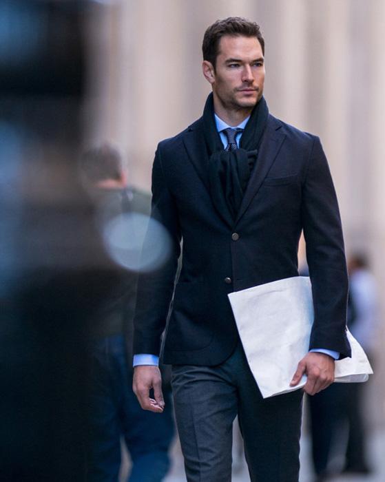 Мужские способы носить шарф и не стесняться его Культура