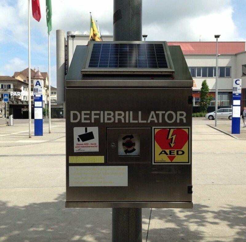 На всех швейцарских вокзалах стоят дефибрилляторы жизнь в Швейцарии, интересно, факты, швейцария